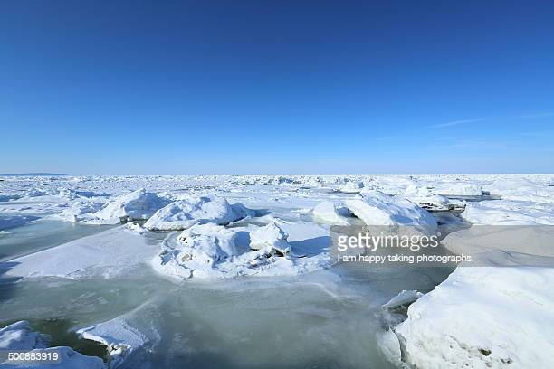 drift ice in the sea of okhotsk. - drift ice stock pictures, royalty-free photos & images