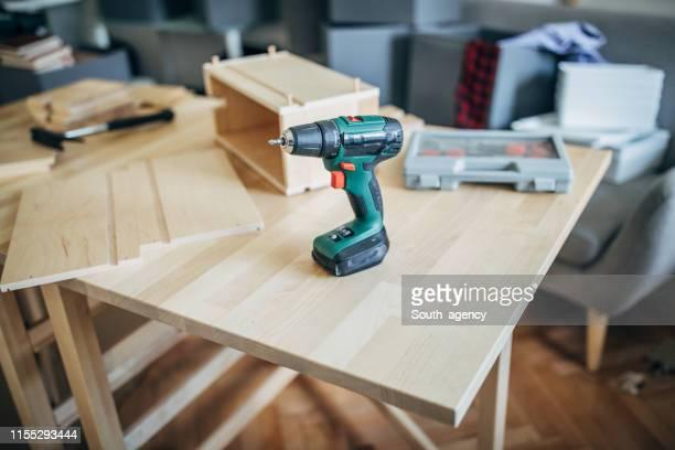 ferramenta de perfuração - mesa mobília - fotografias e filmes do acervo