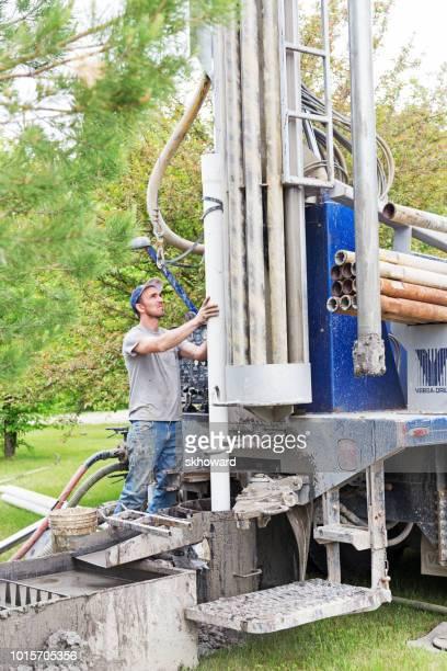drilling a new residential water well - lençol freático imagens e fotografias de stock
