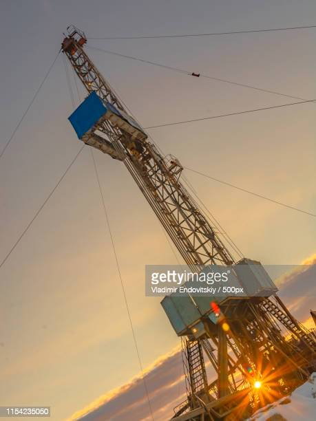 drilling an oil well in an oil and gas field in the arctic - hydrocarbon stock pictures, royalty-free photos & images
