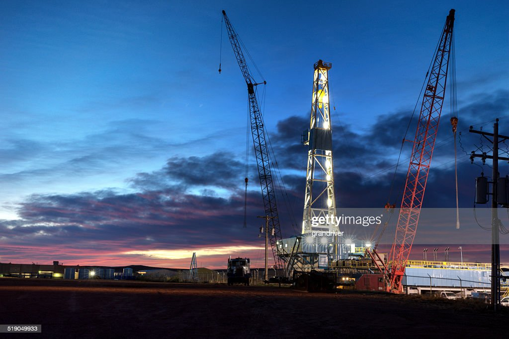Drilling Rig Fracking bei Nacht : Stock-Foto