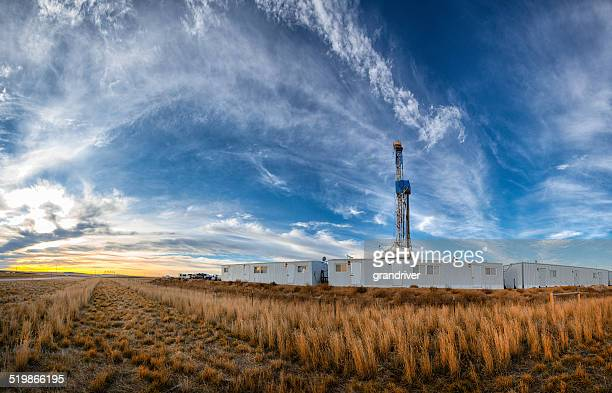 drilling fracking rig panoramic - fracking stock pictures, royalty-free photos & images