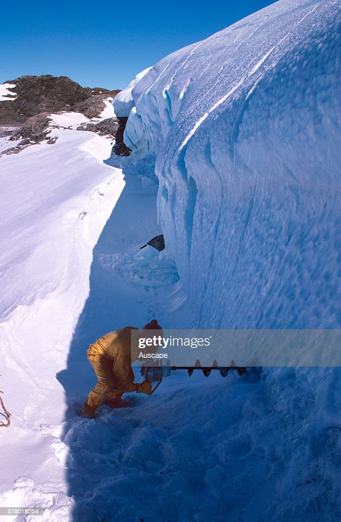 Drilling hole in Taylor Glacier : News Photo
