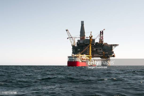 drilling rig and support vessel on offshore area - sea of okhotsk stock pictures, royalty-free photos & images