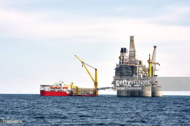 drilling rig and support vessel on offshore area - gas stock pictures, royalty-free photos & images