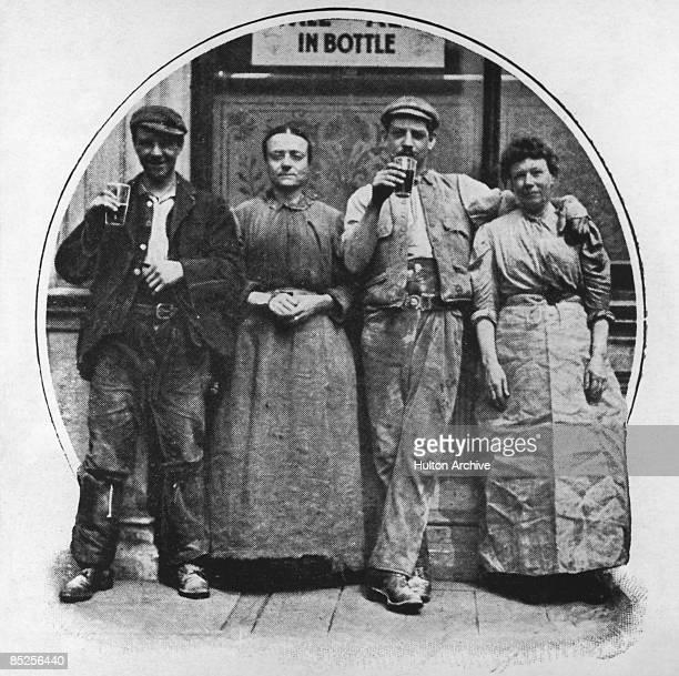 Drinkers outside a pub in London 1902