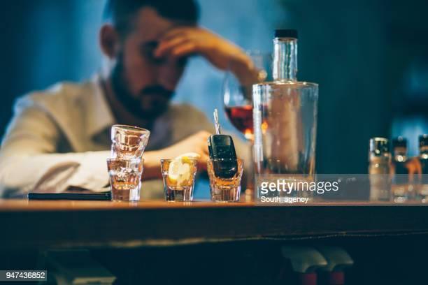 drinking alone - ubriaco foto e immagini stock
