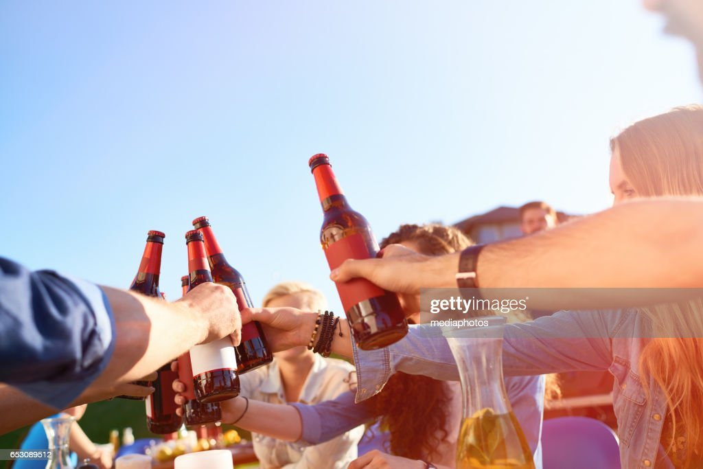 Drinking beer at dinner party : Foto stock