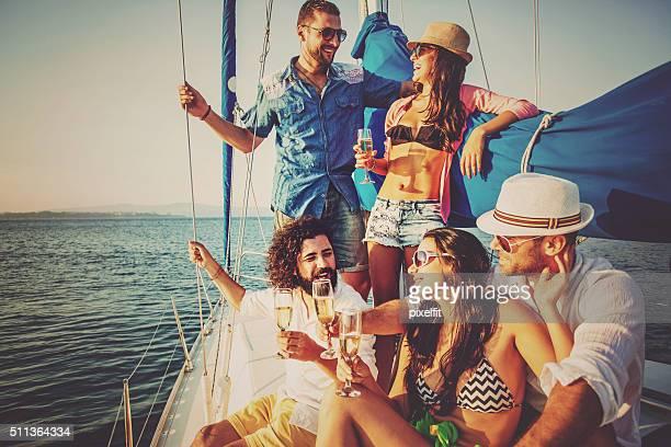 Boire du Champagne sur un Yacht