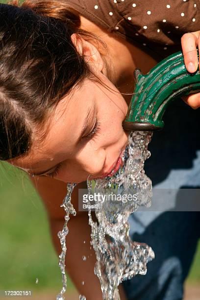 Trinken beweglichen Wasser