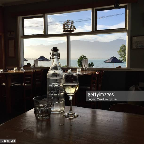 drinks on table - marlborough new zealand stock pictures, royalty-free photos & images