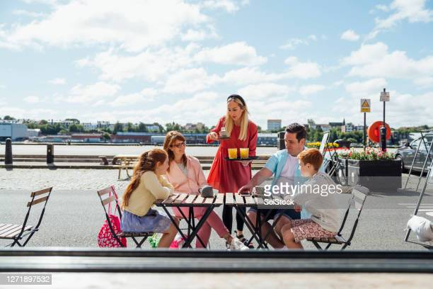 drinks outdoors - waterfront stock pictures, royalty-free photos & images