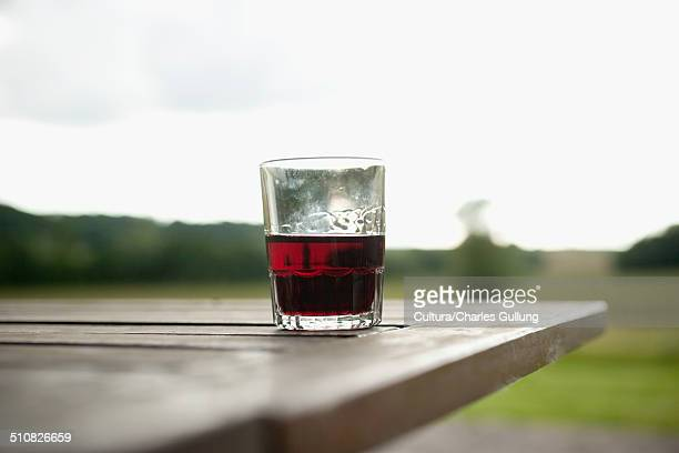 drinks tumbler on picnic table - picnic table stock pictures, royalty-free photos & images