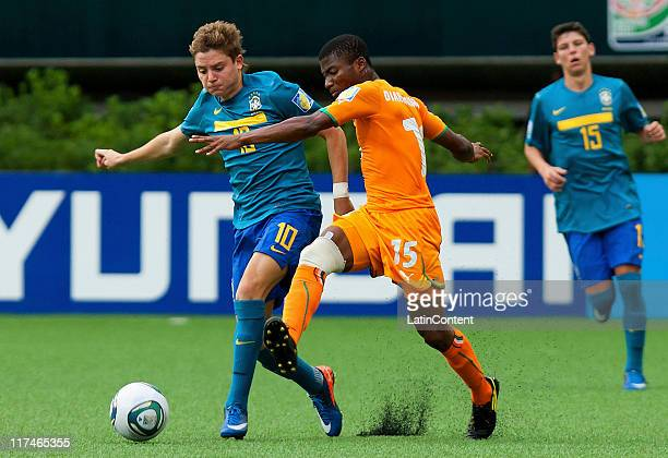 Drissa Diarrassouba of Ivory Coast struggles for the ball with Adryan Oliveira of Brazil during the FIFA U-17 World Cup Mexico 2011 Group F match...