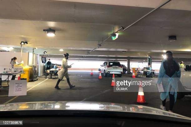 covid19 テストによるドライブ - チャドストンショッピングセンター ストックフォトと画像