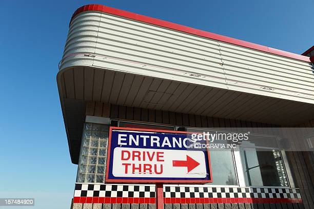drive thru architectuure - fast food restaurant stock pictures, royalty-free photos & images