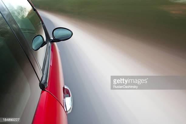 Voiture rouge sportive voiture en mouvement.