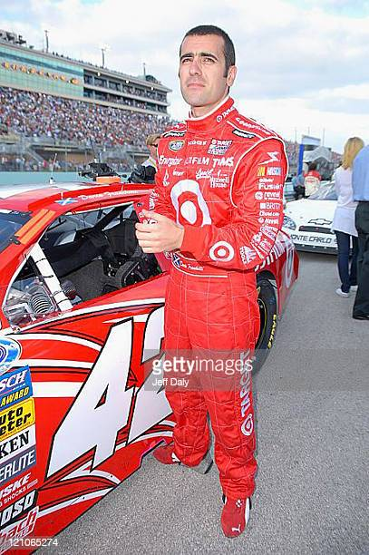 NASCAR driver and husband of actress Ashley Judd Dario Franchitti prepares for practice at Homestead Miami Speedway on November 17 2007 in Homestead...