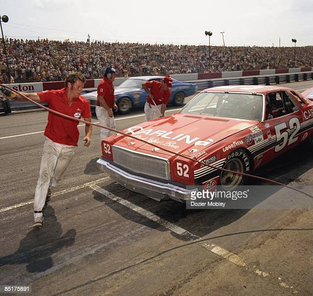 Driver Earl Ross pits during action at the Atlanta 500 race on March 24 1974 at the Atlanta International Raceway in Hampton Georgia