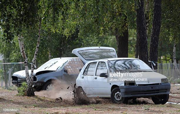 'TERRORISTES ET MANIFESTANTS LES DEUX CASSETETES DES CHAUFFEURS DE VIP' A driver learns to escape a car chase during an attack exercise as part of an...