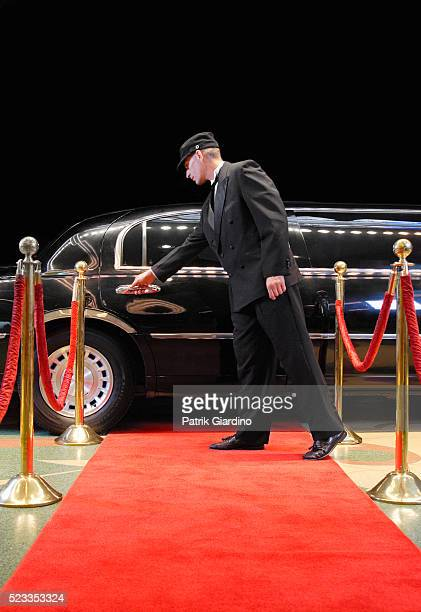 driver opening limo door at red carpet event - red carpet event photos et images de collection