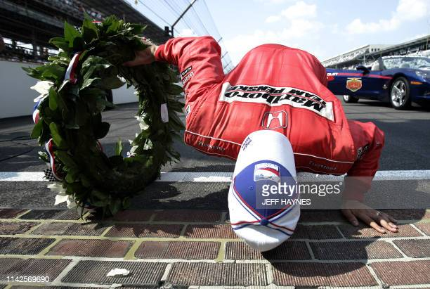 Driver Sam Hornish Jr of the US kisses the yard of bricks at the finish line after winning the 90th Indianapolis 500 at the Indianapolis Motor...