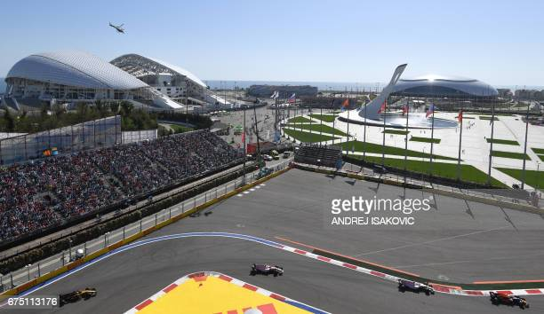 Drivers compete in the Formula One Russian Grand Prix at the Sochi Autodrom circuit in Sochi on April 30 2017 / AFP PHOTO / Andrej ISAKOVIC