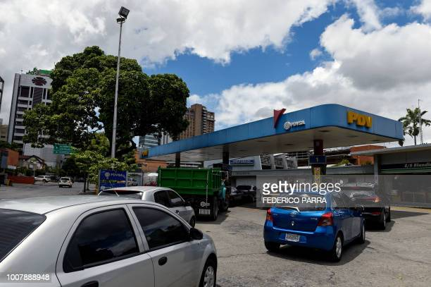 Drivers queue up to pump fuel at a gas station in Caracas on July 30 2018 Venezuelan President Nicolas Maduro announced fuel price regulations for...