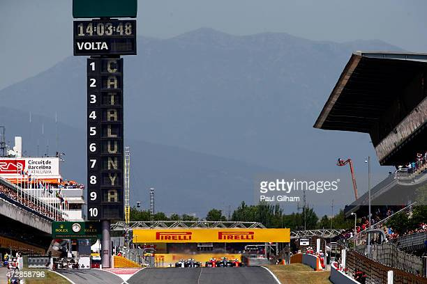 Drivers start the Spanish Formula One Grand Prix at Circuit de Catalunya on May 10 2015 in Montmelo Spain