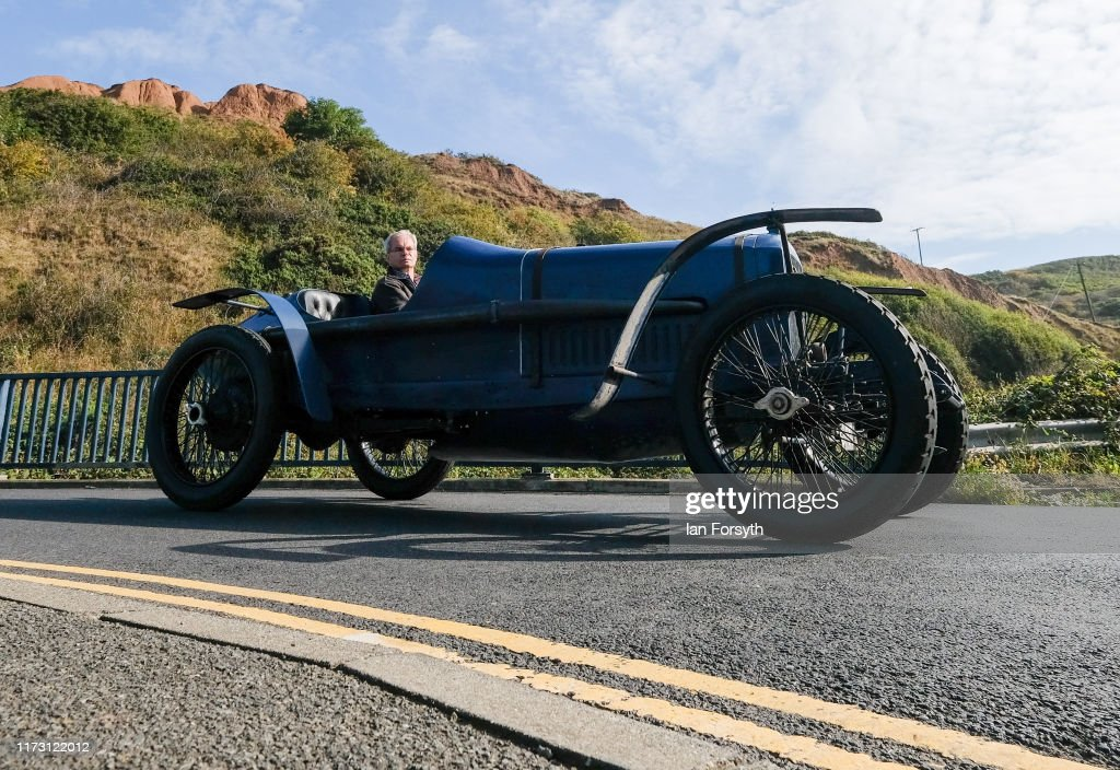 Motoring Enthusiasts Attend Saltburn Hill Climb Event : Fotografía de noticias