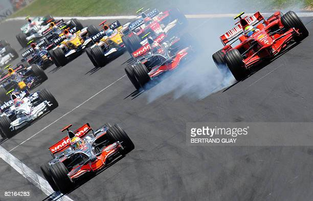 Drivers take the start of during the Formula One Hungarian Grand Prix at the Hungaroring racetrack on August 3 2008 in Budapest AFP PHOTO / BERTRAND...