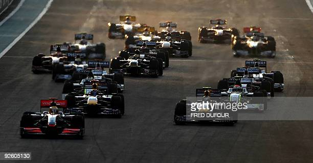 Drivers take the start of the Abu Dhabi Formula One Grand Prix at the Yas Marina Circuit on November 1 2009 in Abu Dhabi AFP PHOTO / FRED DUFOUR