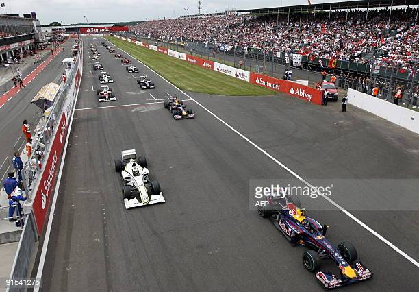 Drivers take the start of the British Formula One Grand Prix at the Silverstone circuit on June 20 2009 in Silverstone AFP PHOTO / POOL / ANDREW...