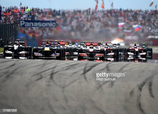 Drivers take the start of the Turkish Formula One Grand Prix at the Istanbul Park circuit on May 30 2010 AFP PHOTO / FRED DUFOUR