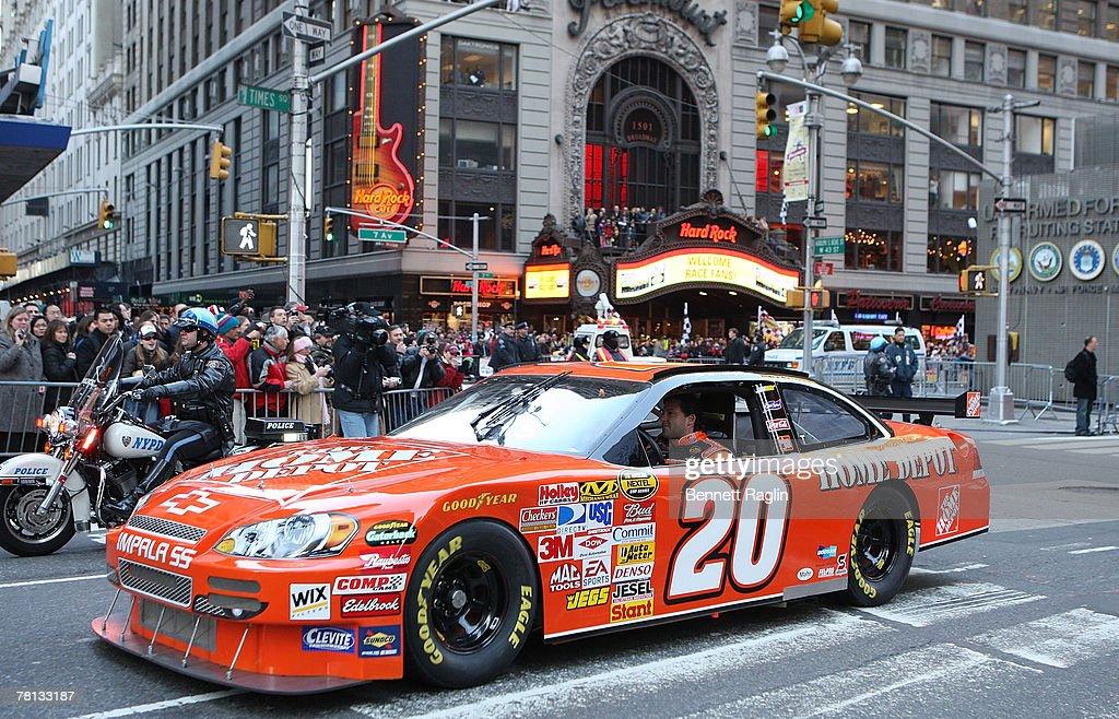 DriverTony Stewart Attends The 2007 NASCAR Nextel Cup Victory Lap