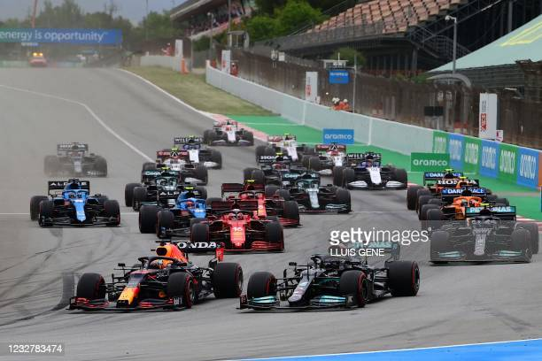 Drives take the start of the Spanish Formula One Grand Prix race at the Circuit de Catalunya on May 9, 2021 in Montmelo on the outskirts of Barcelona.