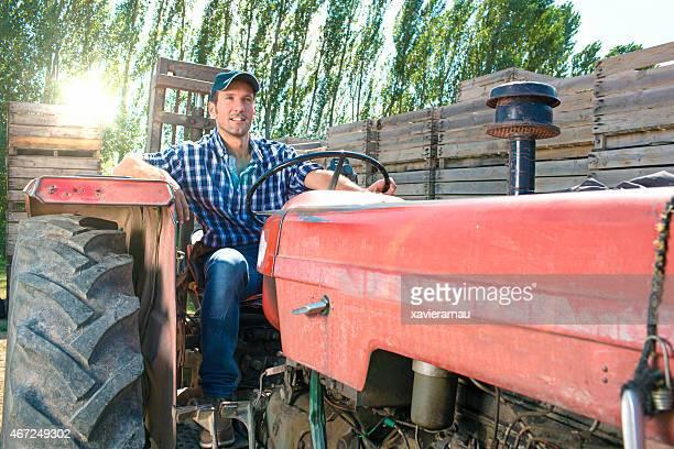 Alten Traktor fahren