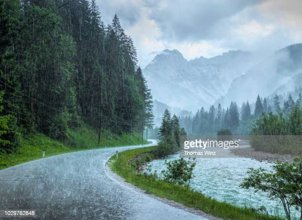 driving in heavy rain - torrential rain stock pictures, royalty-free photos & images