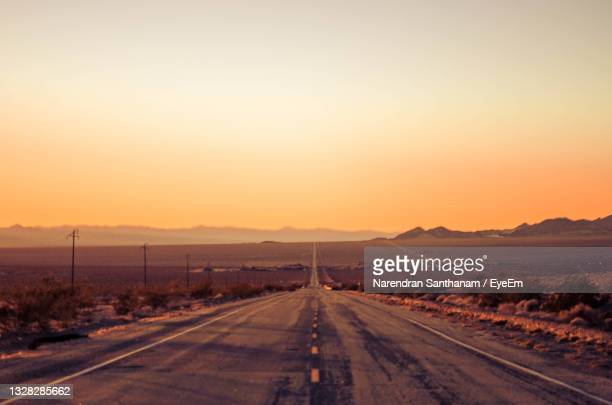 driving into the sunset on route 66 - route 66 stock-fotos und bilder