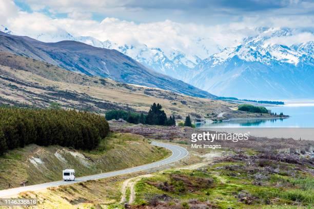 rv driving near mountains and lake in remote landscape - ニュージーランド南島 ストックフォトと画像