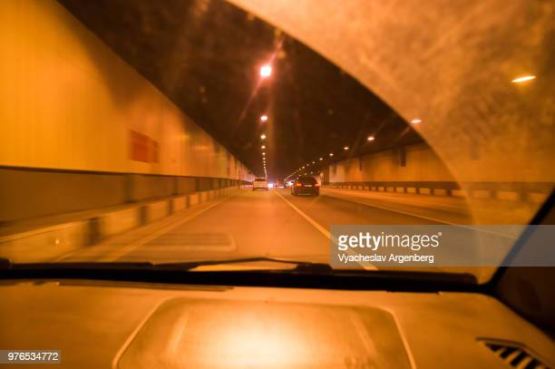 driving tunnel in speedy motion, city life of moscow, russia - argenberg stock-fotos und bilder