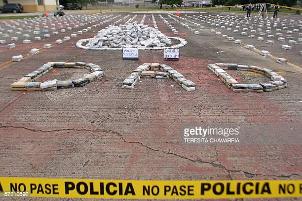 Drogra incautada es exhibida el 29 de marzo de 2006 en las instalaciones de la Policia Nacional en la Ciudad de Panama Panama Unidades antinarcoticos...