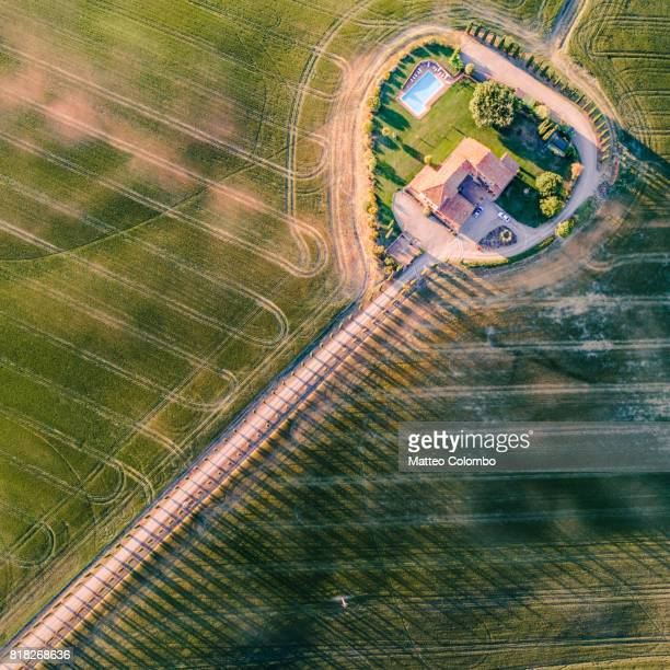 drone aerial view of farmhouse and fields, tuscany, italy - farmhouse stock pictures, royalty-free photos & images