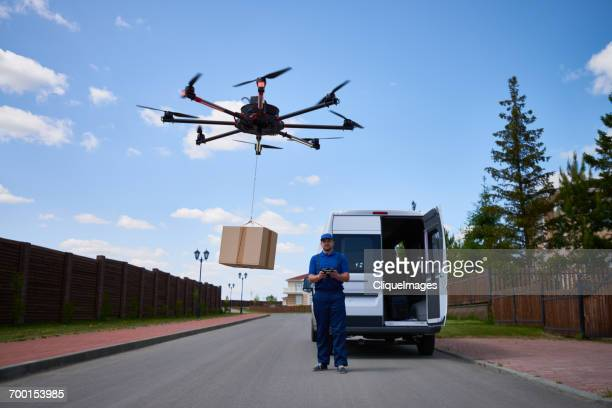 drone delivery of goods - cliqueimages stockfoto's en -beelden