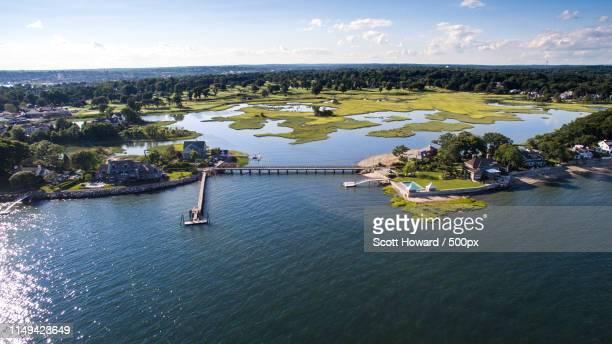 drone photo of bridge - bras de mer caractéristiques côtières photos et images de collection