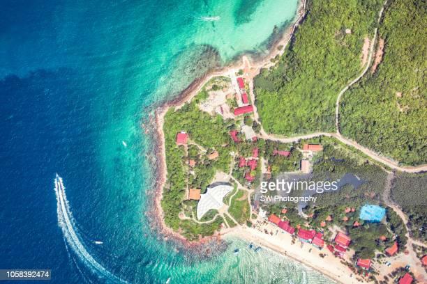 drone photo of koh lan island, pattaya - provinz chonburi stock-fotos und bilder