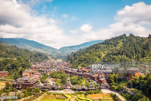 drone photo of zhaoxing town, china - province du guizhou photos et images de collection