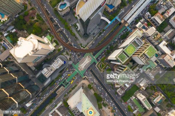 drone point view of city street crossing - シーロム ストックフォトと画像