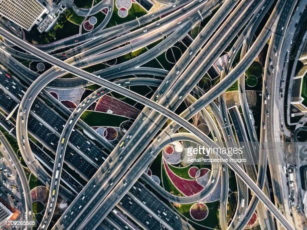 drone point view of road intersection - complejidad fotografías e imágenes de stock