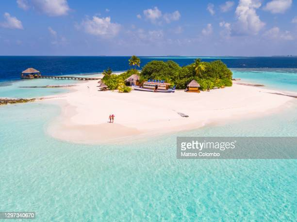 drone view of adult couple on a beach, maldives - s'évader du réel photos et images de collection